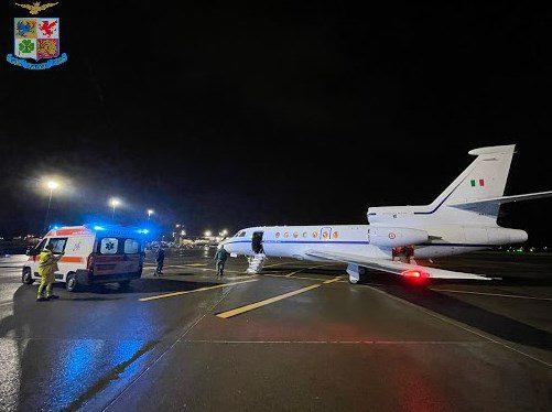 Da Catania a Napoli, passando per Ciampino: l'Aeronautica Militare trasporta una bambina di 4 anni in fin di vita
