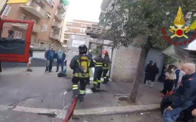 Torpignattara, principio di incendio in una cucina in via Renzo da Ceri: ecco come stanno i due coniugi