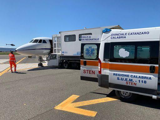 Bambino di 4 mesi in pericolo di vita trasportato a Roma con volo sanitario urgente dall'Aeronautica militare: la situazione