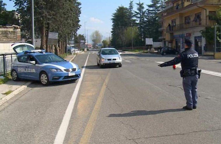 Frosinone, in giro con l'auto di un'altra persona privo di patente e senza assicurazione