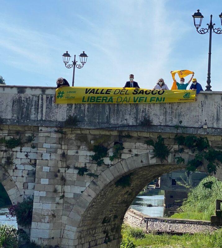 Legambiente lancia la campagna #liberidaiveleni: parte dalla Valle del Sacco e dalla Terra dei fuochi. Flash mob a Ceccano