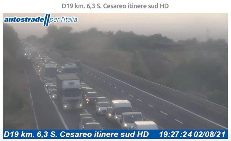 Autostrada A1 incidente tra Roma Sud e Monte Porzio Catone traffico San Cesareo oggi 2 agosto 2021