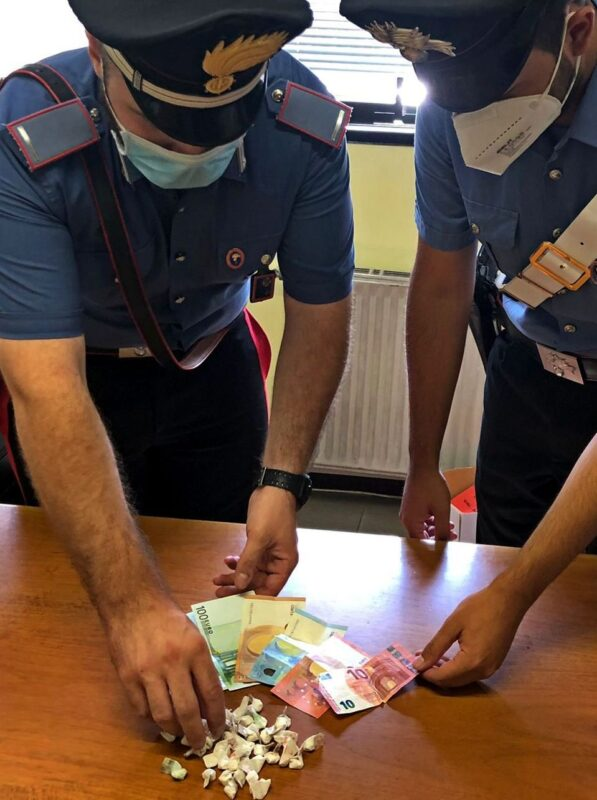 Tor Bella Monaca. Sorpreso con 77 dosi di cocaina: arrestato pusher 49enne